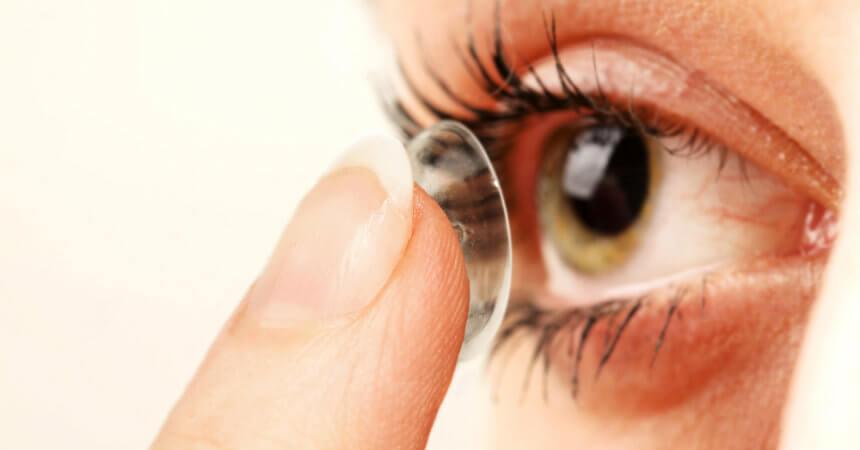 75ad7147d7 12 cosas que JAMÁS debes hacer si usas lentes de contacto - AYAYAY